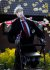 27일(현지시간) 영국 블리스 한 주택가에 서 있는 톰 무어 할아버지 허수아비. [로이터=연합뉴스]