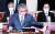 서훈 국정원장이 6일 오전 국회에서 열린 정보위원회 전체회의에 출석해 최근 논란이 된 김정은 북한 국무위원장의 건강 이상설 등과 관련한 보고에 앞서 자료를 살펴보고 있다. 오종택 기자