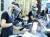 지난 11일 봉쇄가 해제된 알바니아의 수도 티라나에 있는 미용실에서 페이스실드와 마스크를 착용한 미용사가 역시 마스크를 쓴 손님의 머리를 손질 중이다. [EPA=연합뉴스]