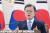 문재인 대통령이 18일 청와대 본관 집무실에서 세계보건기구(WHO) 세계보건총회(WHA) 초청 연설을 하고 있다. 연합뉴스