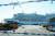 지난 2월 4일 신종 코로나바이러스 감염자가 발생한 일본의 대형 크루즈선 '다이아몬드 프린세스' 호가 일본 요코하마 항 앞바다에 정박해 있는 모습. [연합뉴스]