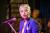 27일 개봉하는 영화 초미의 관심사에서 래퍼에서 배우로 변신한 '치타' 김은영이 극 중 재즈 가수로서 공연하는 모습이다. [사진 레진스튜디오]