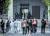 우한 한커우 장례식장에서 화장한 유골을 받아오는 유가족들. 웨이보 캡쳐