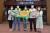 송파구청 인터넷 방역단 소속된 직원들이 코로나19 확진자에 대한 사생활 침해와 낙인효과를 막는 동선 삭제 캠페인 홍보 문구를 들고 있다. [사진 송파구]