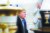 존 볼턴 백악관 국가 안보 보좌관(오른쪽)이 2018년 7월 2일(현지시간) 미국 워싱턴 백악관에서 마르크 뤼터 네덜란드 총리와 정상회담 전 언론과 대화 중인 도널드 트럼프 대통령을 지켜보고 있다. AFP=연합뉴스