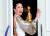 2019년 1월 6일 미국 비버리힐스에서 열린 제76회 골든글로브 시상식에서 한국계 배우 산드라 오가 BBC 드라마 '킬링 이브'로 수상한 트로피를 들고 활짝 웃었다.[로이터=연합뉴스]