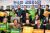 정동영 민주평화당 대표, 조배숙 원내대표, 박주현 최고위원 등 전북 지역 의원들이 지난해 11월 '금융중심지 재지정 촉구 결의대회'에서 피켓을 들고 기념촬영을 하고 있다. 뉴스1