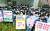 인천국제공항공사노동조합 소속 조합원들이 25일 오후 서울 청와대 인근에서 열린 기자회견에서 비정규직 보안검색 요원들의 정규직 전환 관련 입장을 발표하고 있다. 연합뉴스