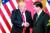 도널드 트럼프 미국 대통령(왼쪽)과 시진핑 중국 국가주석이 2017년 11월 베이징 인민대회당에서 열린 기자회견 말미에 악수를 나누고 있다. [연합뉴스]