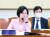추미애 법무부 장관이 1일 오후 국회 법제사법위원회 전체회의에서 안경을 고쳐 쓰고 있다. [연합뉴스]