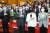 더불어민주당 윤영찬(앞줄 왼쪽부터), 미래통합당 주호영 원내대표, 이영, 허은아 의원 등 참석자들이 6일 서울 여의도 국회의원회관에서 열린 '국회 디지털경제혁신연구포럼 출범식'에서 국민의례를 하고 있다. 이날 좌담회엔 한성숙 네이버 대표와 여민수 카카오 공동대표 등이 참석했다. [뉴시스]