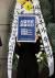 텔레그램 성착취 문제를 알린 여성 활동가들의 모임인 edn(N번방 성착취 강력처벌 촉구시위) 회원들이 10일 서울중앙지방법원 앞 기자회견에서 손정우의 미국 송환을 불허한 사법당국을 비판하고 있다. [뉴스1]