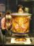 28일 서울 종로구 국립고궁박물관에서 열린 '新왕실도자, 조선 왕실에서 사용한 서양식 도자기' 언론공개회에서 백자 채색 살라미나 병이 공개되고 있다. [뉴스1]