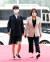 정의당 류호정 의원과 이은주 의원이 지난달 16일 오후 서울 여의도 국회 본회의장에서 열린 제21대 국회 개원식에 참석하기 위해 본관으로 들어서고 있다. [뉴시스]