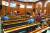 과학자들은 에어로졸이 코로나19의 실내 집단 감염을 유발할 위험이 있다고 경고한다. 공연장·종교시설·교실·식당 등에서 충분히 환기하지 않으면 에어로졸 감염 위험이 있다. [연합뉴스]