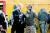 '테넷'의 감독 크리스토퍼 놀란(왼쪽)과 주연 존 데이비드 워싱턴. [사진 워너브러더스코리아]