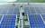 지난해 10월 10일 한국수자원공사 직원들이 충북 충주호에 설치된 수상태양광 발전 설비를 살펴보고 있다.