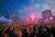 2017년 3월 11일 광화문광장에서 열린 탄핵 환영 촛불 집회. 시민들이 '이게 나라다. 이게 정의다'라는 팻말을 들고 있다. [연합뉴스]