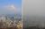 지난해 3월 7일 오전 서울 중구 남산에서 바라본 서울 도심 일대 하늘이 미세먼지가 걷히며 푸른빛을 띄고 있다.(사진 왼쪽) 전날 오후 바라본 서울 도심의 잿빛 하늘(사진 오른쪽)과 대조를 보이고 있다. 연합뉴스