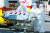 지난 4일 오전 대구 중구 삼덕동 경북대학교병원에서 119구급대와 병원 의료진이 이송된 신종 코로나바이러스 감염증(코로나19) 확진 환자를 옮기기 위해 음압형 환자 이송장치를 준비하고 있다.뉴스1
