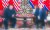제2차 북미정상회담 이튿날인 지난해 2월 28일(현지시간) 도널드 트럼프(오른쪽) 미국 대통령과 김정은(왼쪽) 북한 국무위원장이 베트남 하노이의 소피텔 레전드 메트로폴 호텔에서 회담 도중 심각한 표정을 하고 있다. 연합뉴스