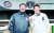 두산의 주전포수로 나서며 지난해 우승 포수 타이틀을 거머쥔 박세혁(오른쪽) 선수는 아버지 박철우 2군 감독과 한솥밥을 먹고 있다.