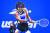 오사카 나오미가 13일 US오픈 테니스 대회 여자 단식 결승전에서 빅토리야 아자란카를 상대로 백핸드샷을 하고 있다. 오사카가 세트 스코어 2-1로 역전승했다. [AP=연합뉴스]