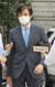 조국 전 법무부 장관이 11일 서울중앙지법에서 열린 속행공판에 출석하기 위해 법정으로 향하고 있다. 김미리 부장판사는 이 사건의 재판장이다. [연합뉴스]