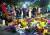 남녀평등과 여성 인권의 기수였던 루스 베이더 긴즈버그 미국 대법관의 별세 소식을 접한 시민들이 19일 워싱턴의 미국 대법원 앞에 모여 추모하고 있다. [AFP=연합뉴스]