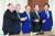 스가 요시히데(菅義偉) 일본 자민당 총재가 지난 9월 15일 간사장을 포함한 당 4역 등 당 간부 인사를 했다. 이날 도쿄 나가타초(永田町) 자민당 본부에서 한자리에 모인 야마구치 다이메이(山口泰明·왼쪽부터) 선거대책위원장, 사토 쓰토무(佐藤勉) 총무회장, 스가 총재, 니카이 도시히로(二階俊博) 간사장, 시모무라 하쿠분(下村博文) 정무조사회장. 스가를 당 총재와 총리에 올린 파벌에 속한 인물들이다. 연합뉴스