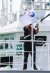 27일 전남 목포시 어업지도선 전용부두에 입항한 무궁화 10호 소속 선원이 해양수산부 깃발을 걸고 있다. 프리랜서 장정필