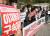 22일 오후 서울 서초구 서울중앙지방법원 앞에서 민주노총과 참여연대 경제금융센터, 민중공동행동 재벌특위가 기자회견을 열고 주가 조작사건과 관련해 이재용 삼성전자 부회장의 구속을 촉구하고 있다. 뉴스1