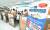 서울 중구 서울고용복지플러스센터를 찾은 시민들이 코로나19 긴급고용안정지원금 안내를 받고 있다. 뉴스1.