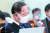 홍남기 부총리 겸 기획재정부 장관이 3일 오후 서울 여의도 국회에서 열린 기획재정위원회 전체회의에서 안경을 벗고 있다. 오종택 기자