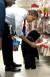 버락 오바마 전 대통령이 2011년 12월 크리스마스를 앞두고 퍼스트 도그인 '보'를 위해 선물을 고르고 있다. [UPI=연합뉴스]