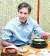 2015년 2월 방한해 삼계탕을 먹고 있는 토니 블링컨 당시 국무부 부장관. [마크 리퍼트 전 주한 미대사 트위터]