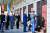 조 바이든 미 대통령 당선인(오른쪽 셋째)이 부통령 시절인 2013년 12월 7일 서울 용산 전쟁기념관에서 한국전쟁 미군 전사자 이름이 새겨진 명비에 헌화하고 있다. 그는 당시 자신이 알고 있던 2명의 전사자를 찾아 경의를 표했다. 왼쪽 셋째는 성김 당시 주한 미국 대사. [중앙포토]