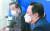 지난 9월 22일 박용만 대한상의 회장(오른쪽)이 이낙연 민주당 대표를 찾아 경제 3법에 대한 재계의 우려를 전했다. 오종택 기자