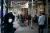 지난 20일 뉴욕에서 코로나 검사를 받기 위해 거리를 두고 줄 서 있는 시민들. [로이터=연합뉴스]