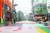 휴일인 22일 서울 번화가는 한산한 모습을 보였다. 사진은 이날 점심시간 홍대 거리. [연합뉴스]