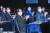 중앙일보와 대통령 직속 정책기획위가 공동 개최한 '2020 포스트 코로나 뉴노멀 콘퍼런스'가 20일 서울 소공동 롯데호텔 크리스털볼룸에서 열렸다. 콘퍼런스가 진행되는 동안 정세균 국무총리(왼쪽 둘째)와 조대엽 정책기획위원장(오른쪽). 장진영 기자