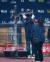 지난 111월 24일 NC다이노스가 2020년 한국시리즈에서 우승한 직후 김택진 엔씨소프트 대표(왼쪽)가 리니지 집행검 모형 앞에서 기념 촬영을 하고 있다. [뉴스1]