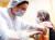 러시아 모스크바의 한 병원에서 의료진이 러시아가 제차 개발한 '스푸트니크 V' 백신을 접종하고 있다. AFP=연합뉴스