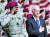 조 바이든 미 대통령 당선인이 2009년 4월 8일 부통령 시절 국방장관에 지명된 로이드 오스틴 중장(왼쪽)과 함께 노스캘리포니아 포트 브랙에서 행사에 참석하고 있다. [EPA=연합뉴스]