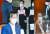 추미애 법무부 장관(왼쪽)이 28일 국회에서 열린 고위공직자범죄수사처(공수처)장 후보 추천위원회 시작을 기다리는 동안 국민의힘 의원들이 피켓 시위를 하고 있다. 이날 추천위원회는 김진욱 헌법재판소 선임연구관과 이건리 국민권익위원회 부위원장을 최종 후보 2인으로 선정했다. 오종택 기자