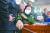 진선미 국토교통위원장이 28일 국회에서 열린 국토위 전체회의에서 국민의힘 의원들의 항의 속에 변창흠 국토교통부 장관 후보자 인사청문보고서 채택을 알리는 의사봉을 두드리고 있다. 오종택 기자