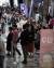 코로나 19가 발생하기 전인 2019년 4월 서울 강남구 코엑스에서 열린 '베이비 페어'에 참석하려는 인파가 줄을 서 있다. 뉴스1