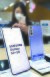 삼성전자 '갤럭시S21' 사전예약이 시작된 15일 오후 서울 광화문 KT스퀘어에 제품이 전시돼 있다. 연합뉴스.