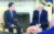청와대 정의용 국가안보실장이 2018년 3월 미국 워싱턴 백악관 오벌오피스에서 도널드 트럼프 미국 대통령을 만나 방북 성과에 대해 설명하고 있다. [청와대 제공=연합뉴스]