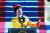 어맨다 고먼이 지난 20일(현지시간) 조 바이든 대통령 취임식에서 자작시 '우리가 오르는 이 언덕'을 낭송하고 있다. [AP=연합뉴스]